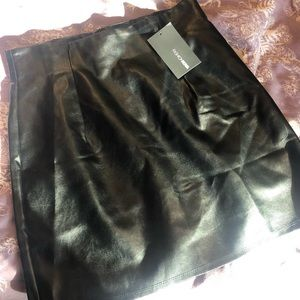 Fashion nova leather skirt